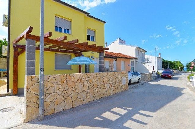 Vorderseite des Hauses mit Terrasse A1 - Objekt 160284-247