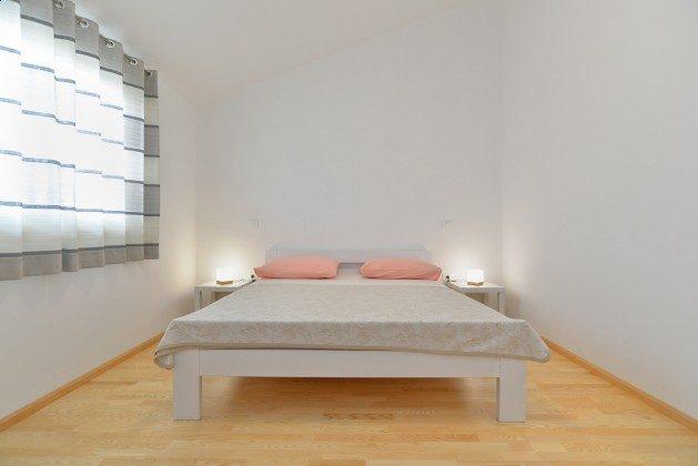 eines der beiden Schlafzimmer mit Doppelbett - Bild 1 - Objekt 160284-335