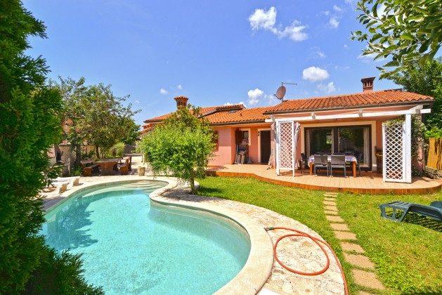 Ferienhaus und Pool - Bild 1 - Objekt 160284-336