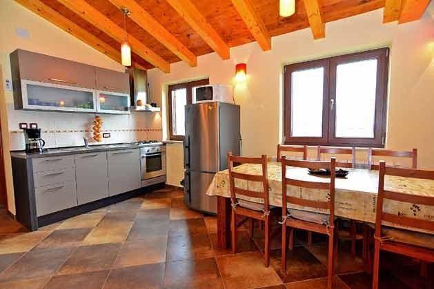 A4 Küchenzeile im Studio-Apartment