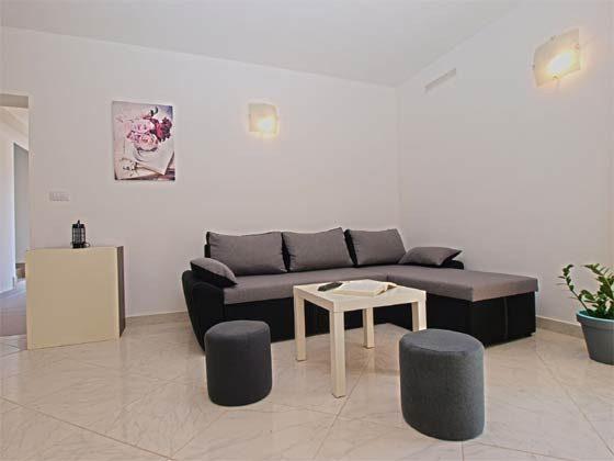 Schlafsofa im Wohnbereich - Bild 1 - Objekt 160284-170