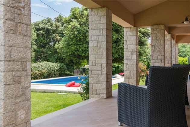 Terrasse mit Blick auf den Pool - Bild 2 - Objekt 160284-242