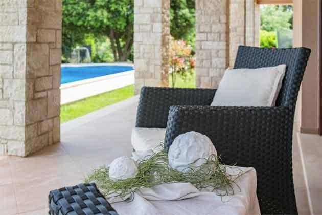 Terrasse mit Blick auf den Pool - Bild 3 - Objekt 160284-242