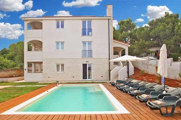Haus und Pool - Bild 1 - Objekt 160284-269