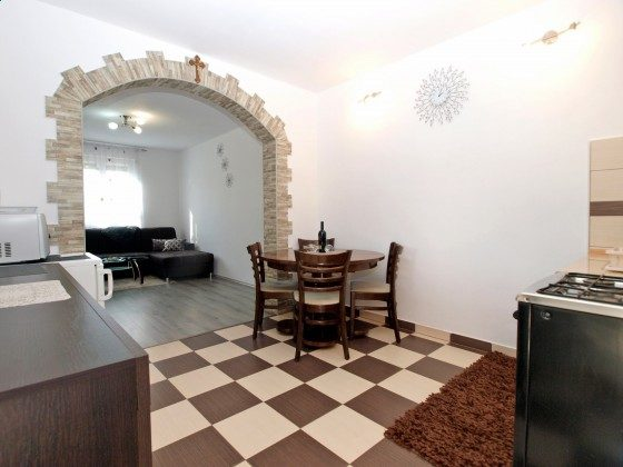 Küche und Drurchgang zum Wohnzimmer - Objekt 160284-357
