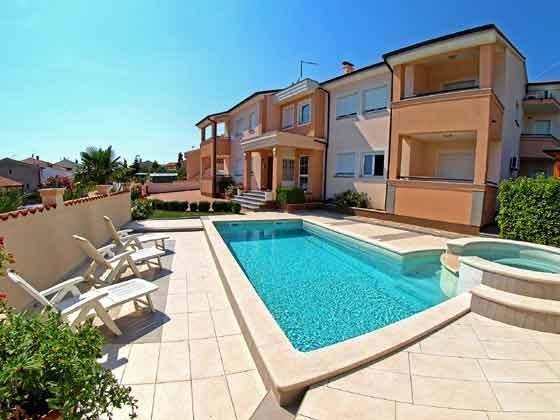 das Apartmenthaus mit Pool - Objekt 160284-4