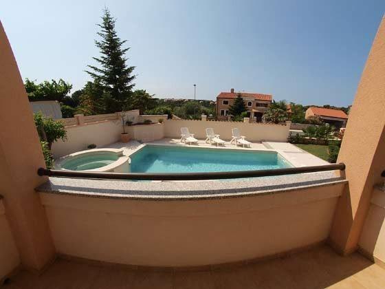 Blick auf den Pool vom Erdgeschoss - Objekt 160284-4