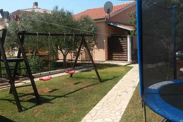 Garten mit Spielgeräten - Bild 1 - Objekt 166792-1