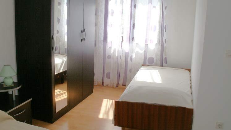 A1 Einzelbett im Schlafzimmer