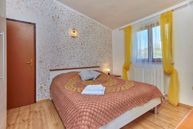 Schlafzimmer 1 OG - Bild 1 - Objekt 225602-6