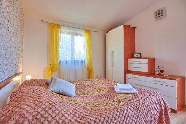 Schlafzimmer 1 OG - Bild 2 - Objekt 225602-6