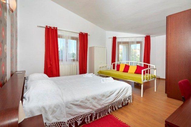 Schlafzimmer 2 OG - Bild 1 - Objekt 225602-6