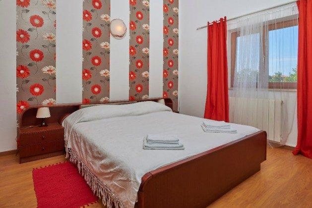 Schlafzimmer 2 OG - Bild 2 - Objekt 225602-6
