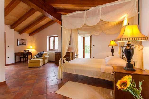 Schlafzimmer 1 von 4 - Bild 1 - Objekt 160284-138