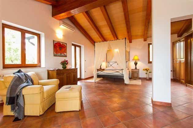 Schlafzimmer 1 von 4 - Bild 2 - Objekt 160284-138