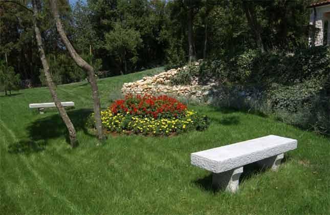 Rasenflächen auf dem Anwesen - Bild 1 - Objekt 160284-139