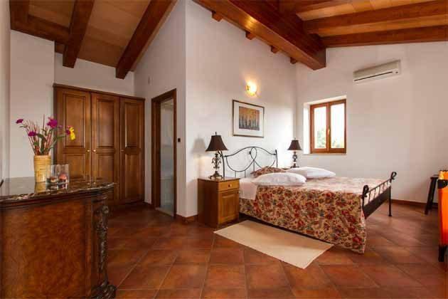 Schlafzimmer 1 von 5 - Bild 1 - Objekt 160284-140