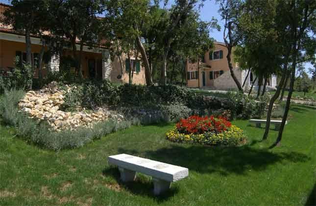 Rasenflächen auf dem Anwesen - Bild 1 - Objekt 160284-141