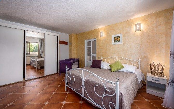Schlafzimmer 1 von 4 - Bild 2 -  Objekt 160284-310