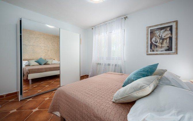 Schlafzimmer 2 von 4 - Bild 2 -  Objekt 160284-310