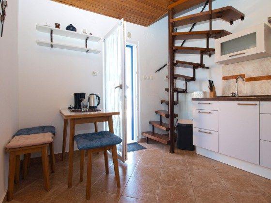 A1 Küche und Wendeltreppe zum Schlafbereich - Objekt 160284-312