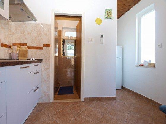 Küche und Blick ins Duschbad - Objekt 160284-312