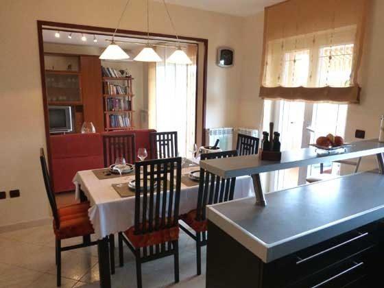 FW1 Küche mit Blick ins Wohnzimmer  - Objekt 160284-46