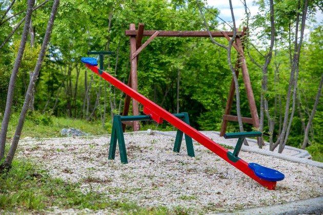 Kinderschaukel und Wippe - Objekt 215611-1