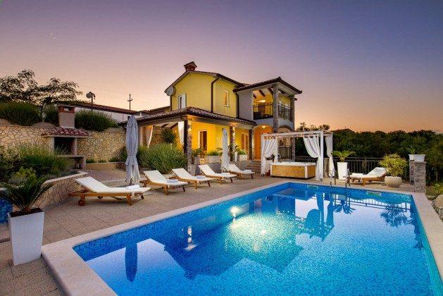 Villa und Pool - Bild 1 -  Objekt 215611-1
