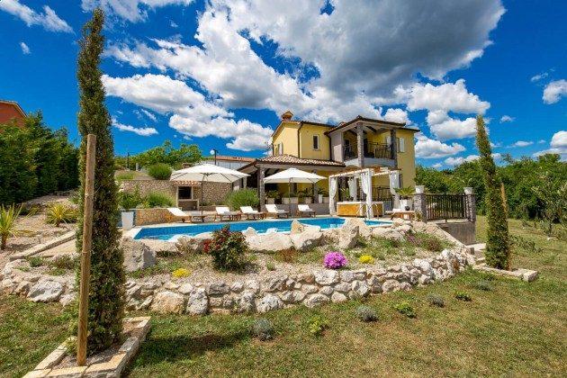 Villa und Pool - Bild 2 -  Objekt 215611-1