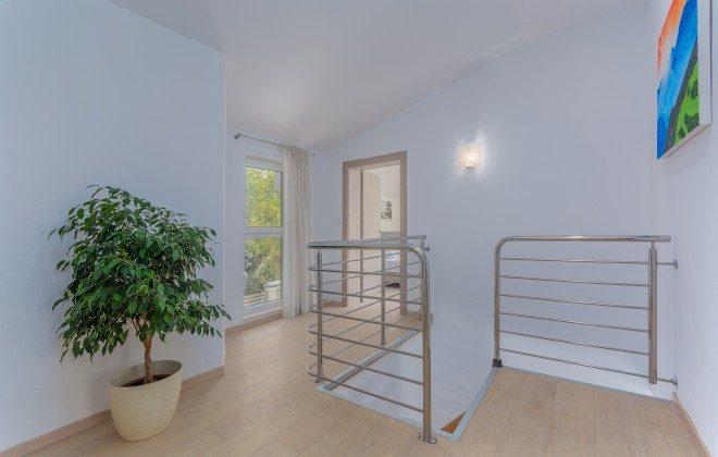 Obergeschoss und Treppe - Objekt 160284-368