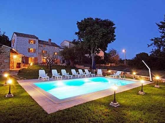 Abendstimmung Villa und Pool