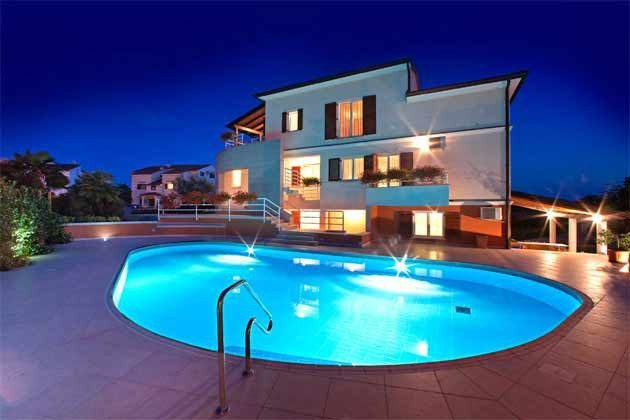 Haus und Pool - Abendbeleuchtung - Objekt 160284-207