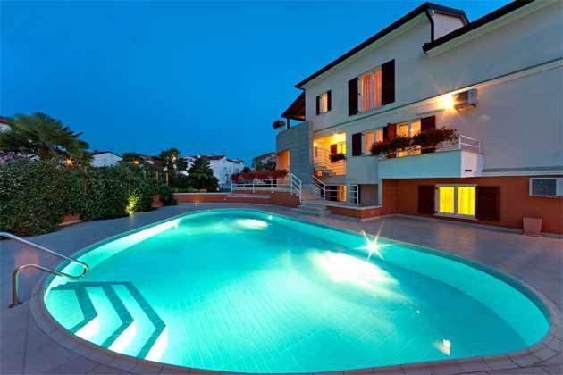 Apartmenthaus und Pool - Bild 2 - Objekt 160284-211