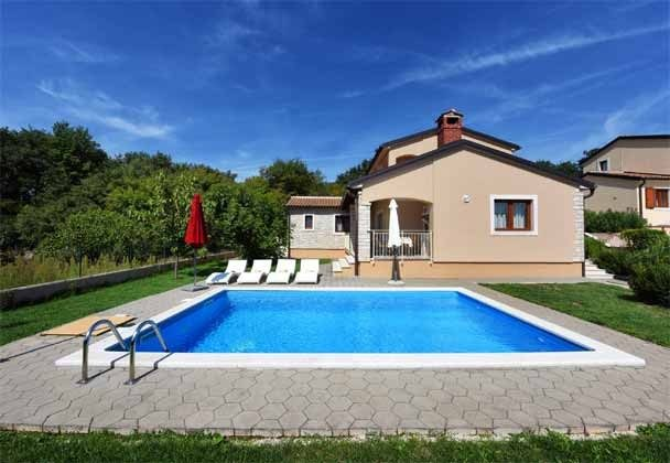 Ferienhaus und Pool - Bild 1 - Objekt 160284-215