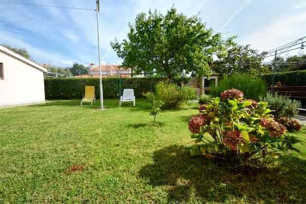 Rasenfläche hinter dem Haus - Objekt 160284-224