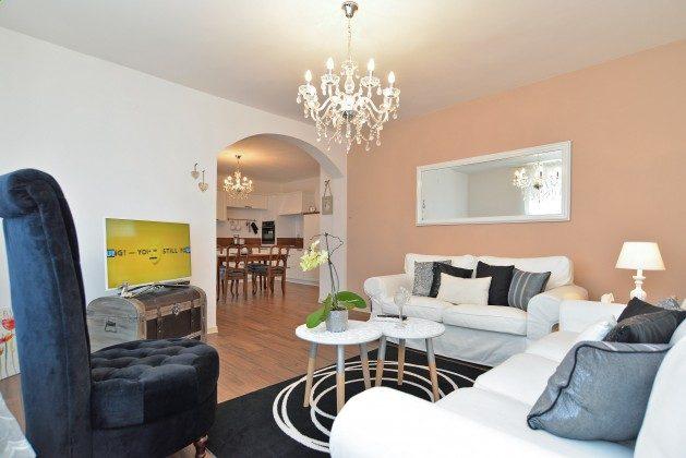 FW3 Wohnzimmer mit Blick in die Küche - Bild 1 -  Objekt 160284-250