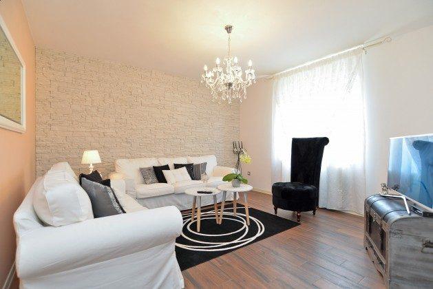 FW3 Wohnzimmer mit Blick in die Küche - Bild 2 -  Objekt 160284-250