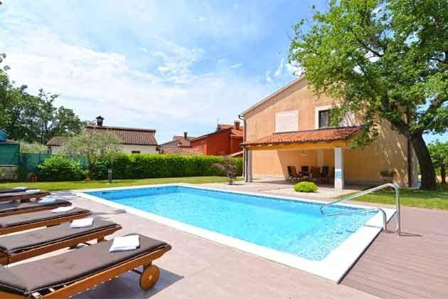 Apartmenthaus und Pool -  Objekt 160284-250