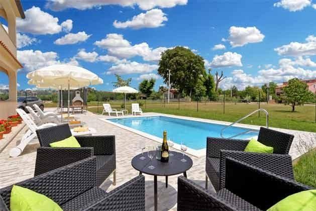 Pool und Poolterrasse - Bild 1 - Objekt 160284-265