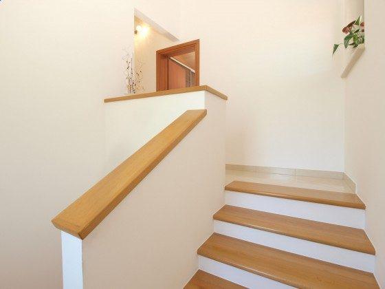 Treppe ins Obergeschoss - Objekt 160284-308