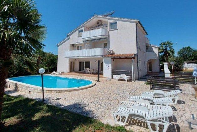 Apartmenthaus und Pool - Objekt 160284-358