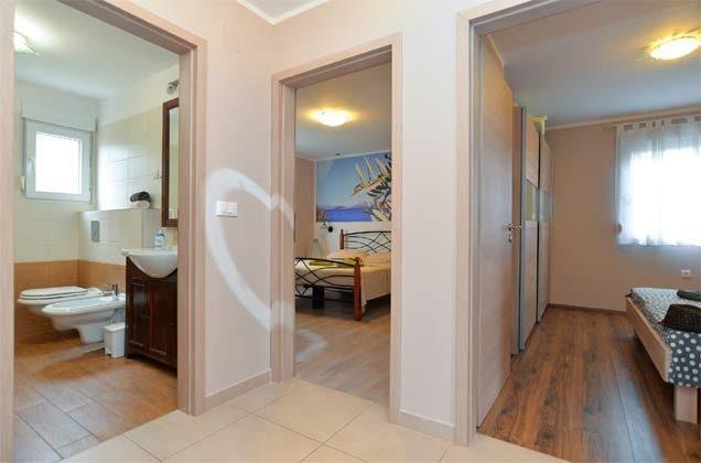 Schlafzimmer 2 und 3 und Wannenbad - Objekt 160284-58