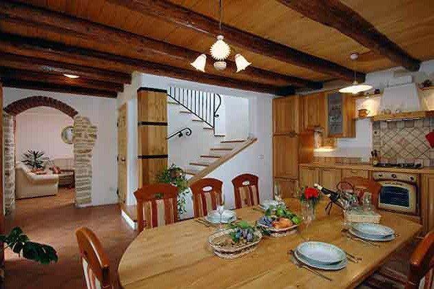 Küche mit Blick in den Wohnraum - Objekt 138495-6