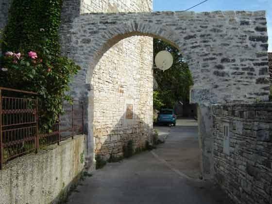 Torbogen vor dem Haus - Bild 2 - Objekt 153168-1