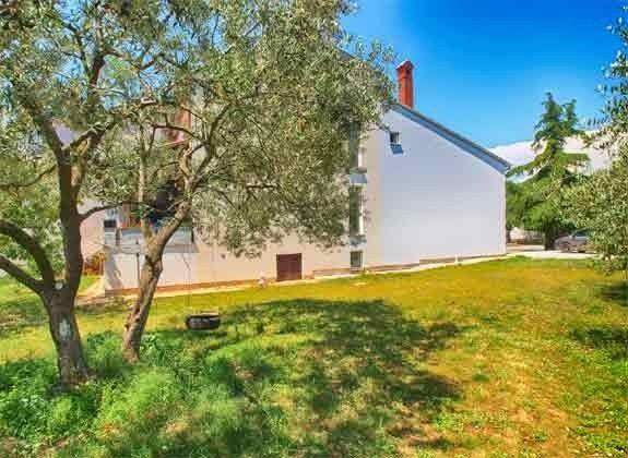 Rasenfläche hinter dem Haus - Objekt 160284-101