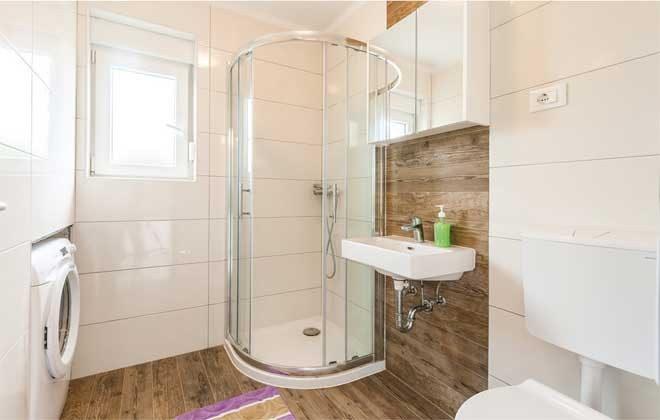 Duschbad im Erdgeschoss - Objekt 160284-111