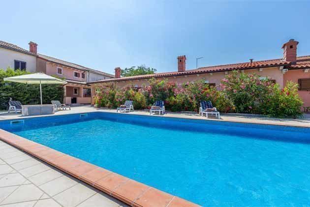 Pool und Blick auf die Terrasse - Objekt 160284-121