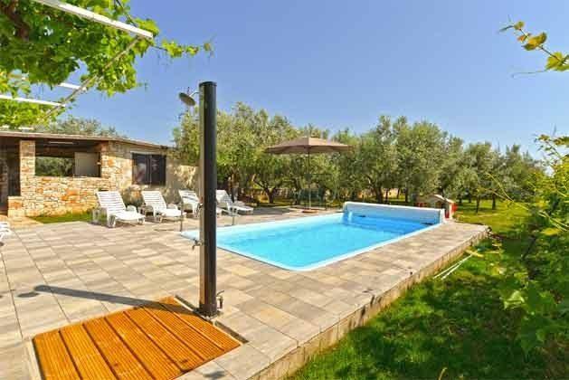 Pool und Poolterrasse - Bild 3 - Objekt 160284-126