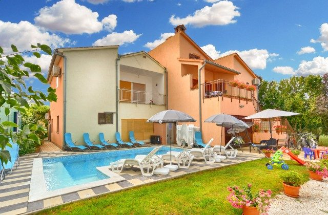 Haus und Pool - Bild 1 - Objekt 160284-132